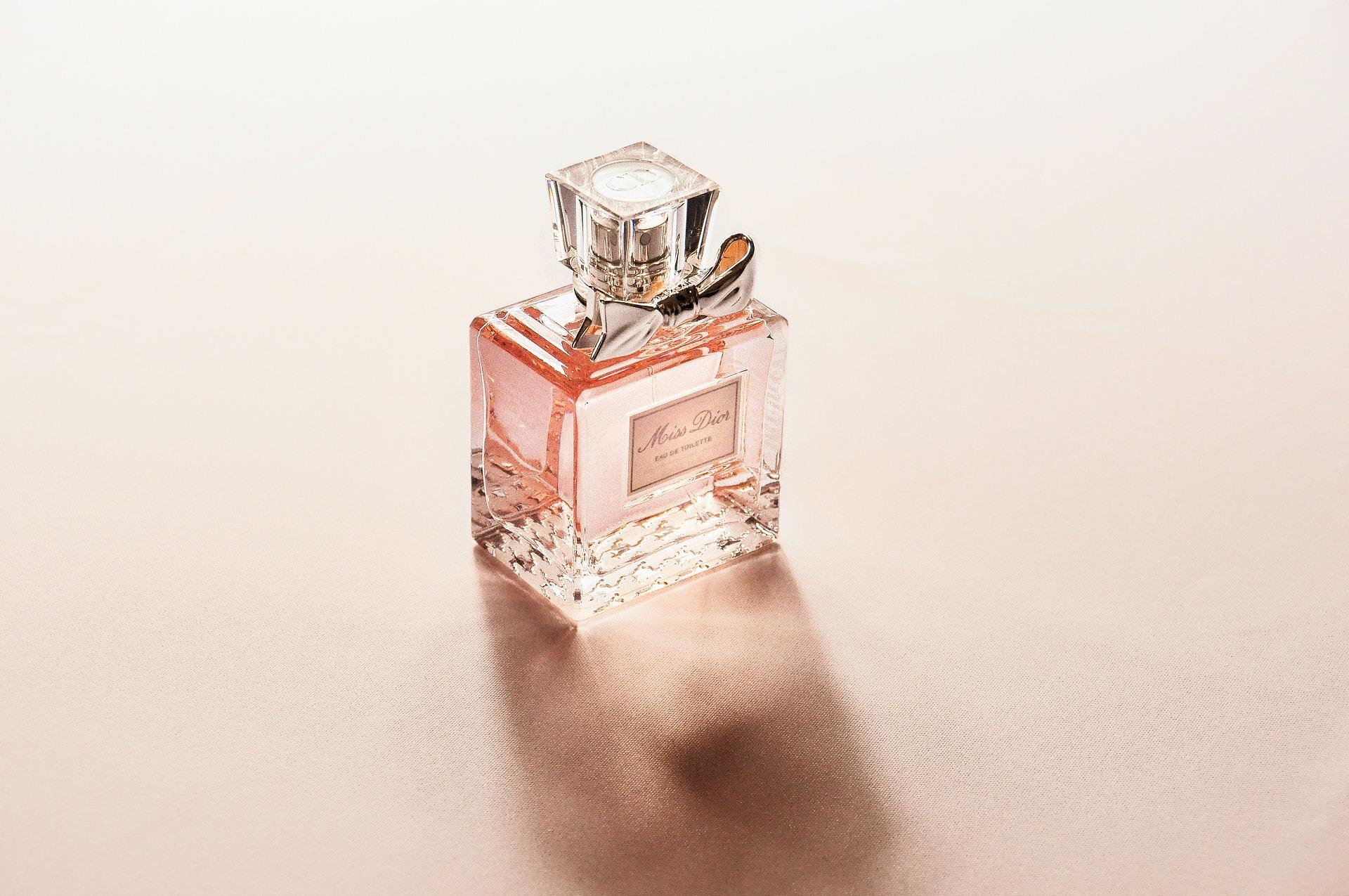 14 perfume-2574073_1920
